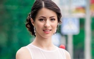 Аннель Турдибакиева дарит скидку на образ для выпускниц